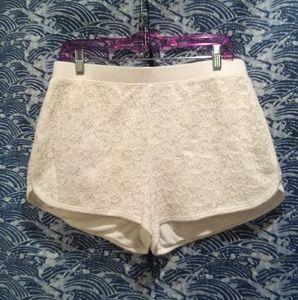 CYNTHIA ROWLEY - Lacy Ivory Shorts Size Large